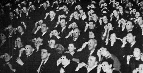 Первый 3D-фильм – «Сила любви» - был представлен зрителям в 1922 году. Несмотря на интерес  публики, должного успеха кинолента не вызвала, и вскоре была утрачена.