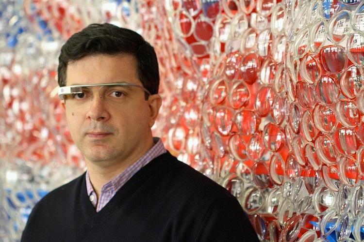 Дэвид Датуна на фоне своей работы. Фото: PR Newswire.