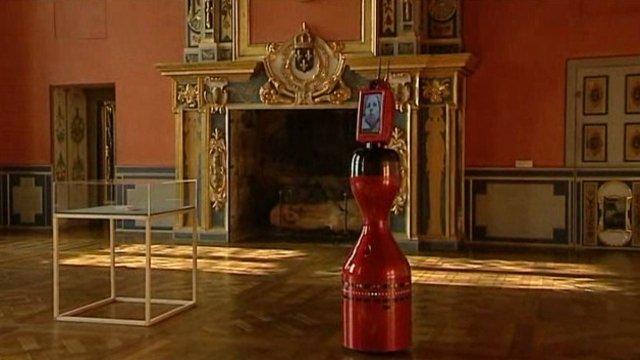Робот Норио в Château d'Oiron.